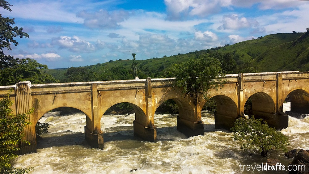 Binga falls - mandatory stop in a Road trip to Benguela