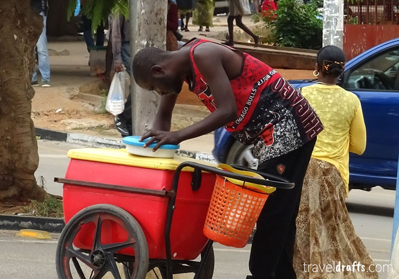 Angola travel Guide - Street sellers in Angola