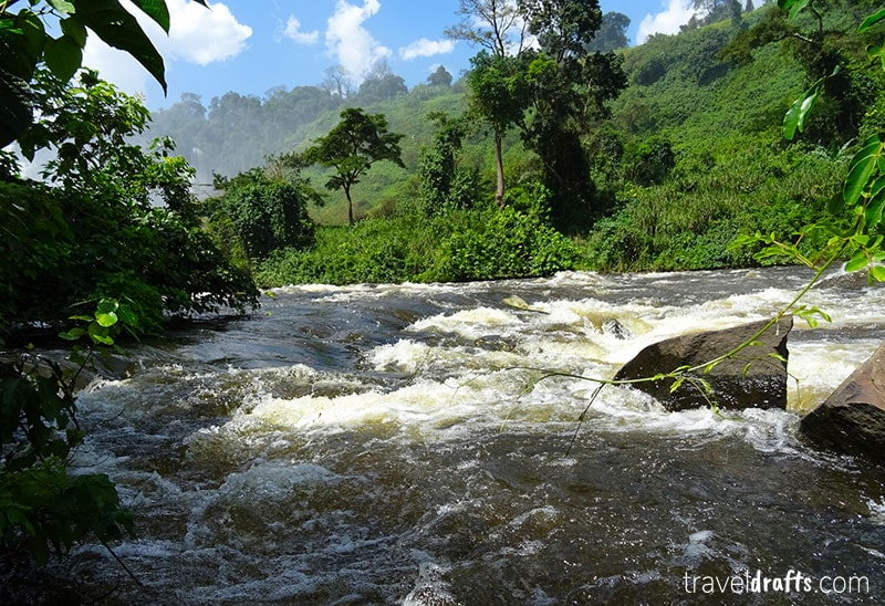 How to descend to Kalandula Falls