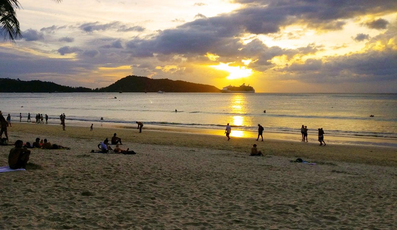 Praia de Patong em Phuket