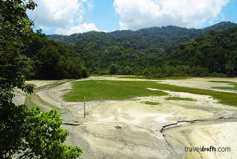 Lago meromítico no parque nacional Penang