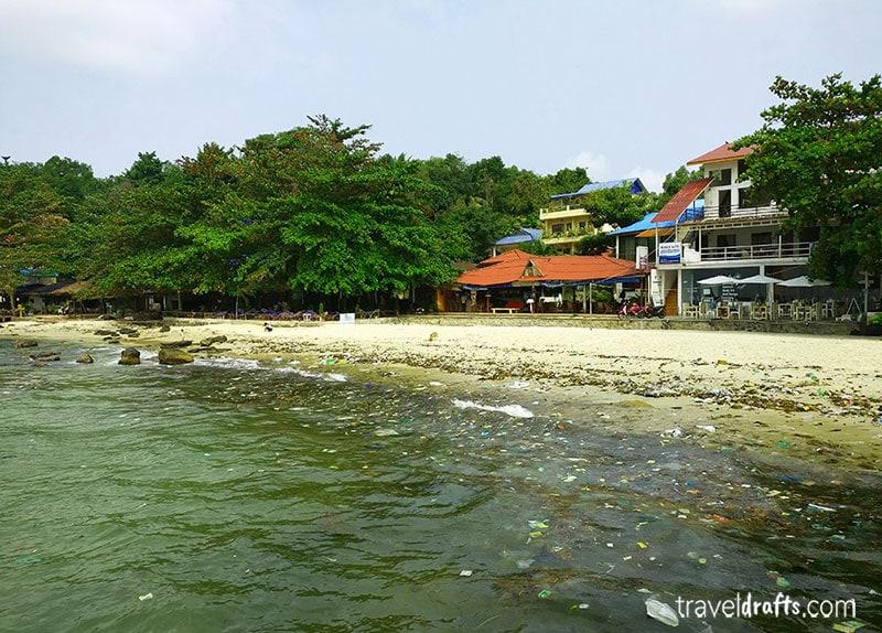Lixo na praia em Sihanoukville