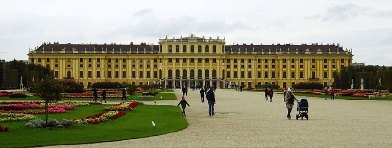 How to visit the Schonbrunn Palace in Vienna