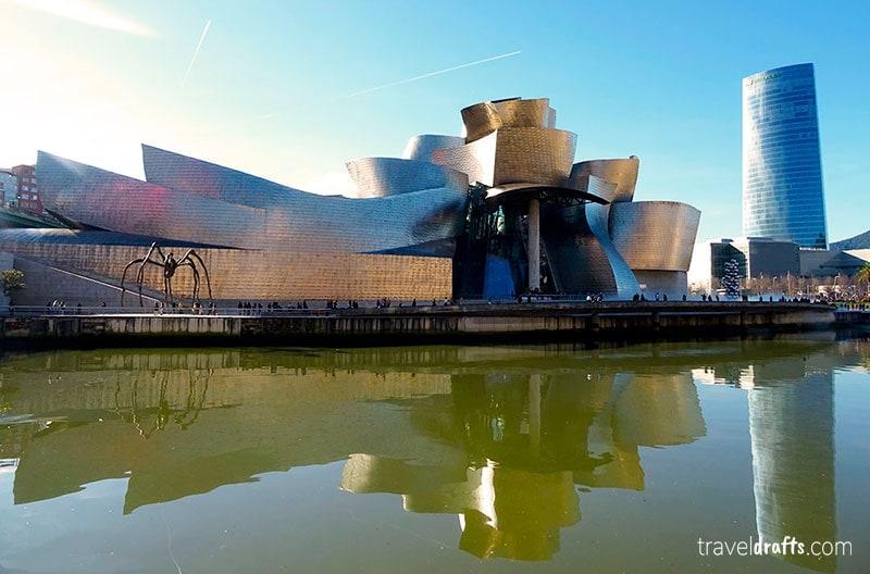 Se fizermos o percurso desde Bilbau até San Sebastian não podemos esquecer de tirar uns dias para ficar em Bilbao e ir ao guggenheim