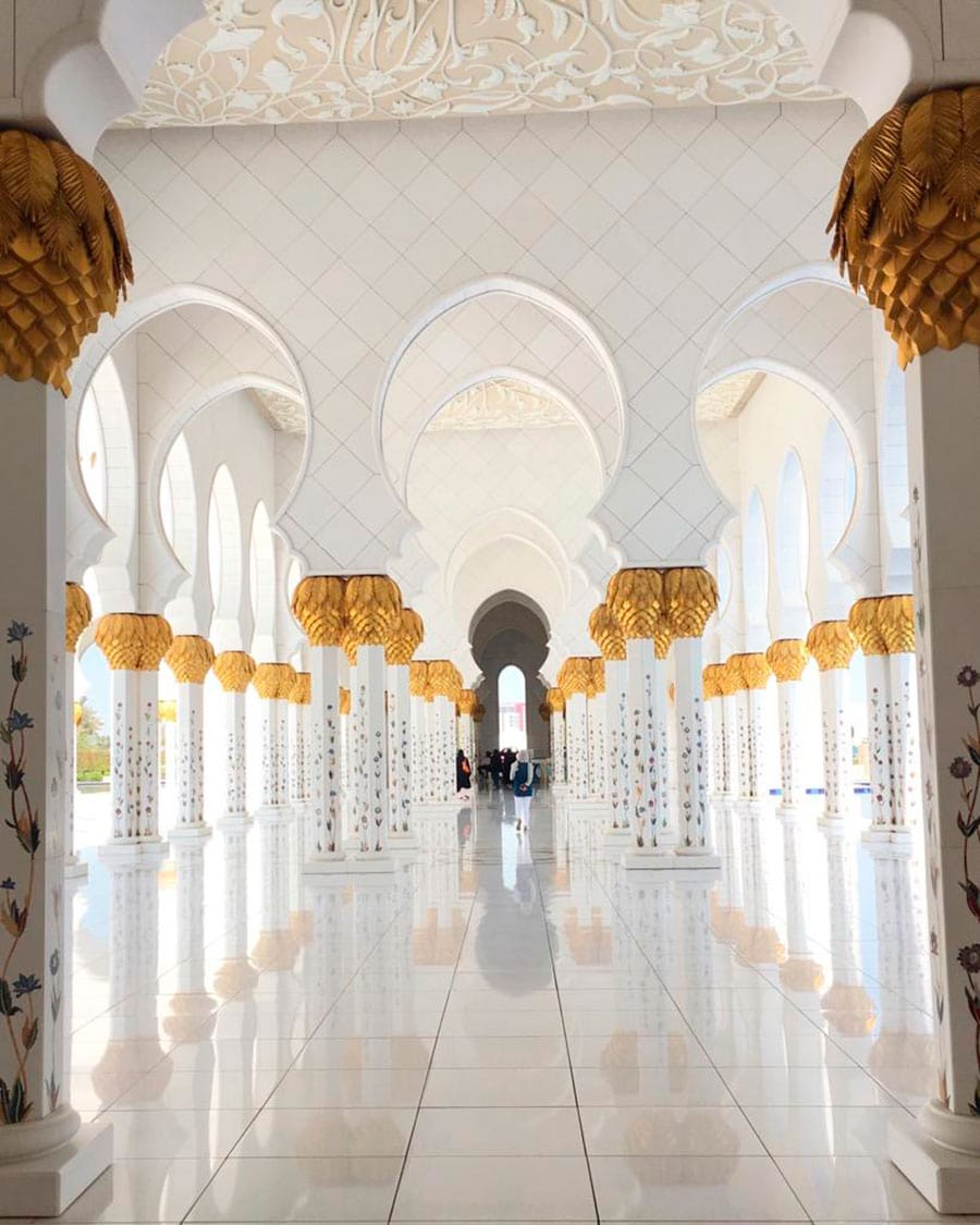 What is UAE known for? - Sheikh Zayed Mosque