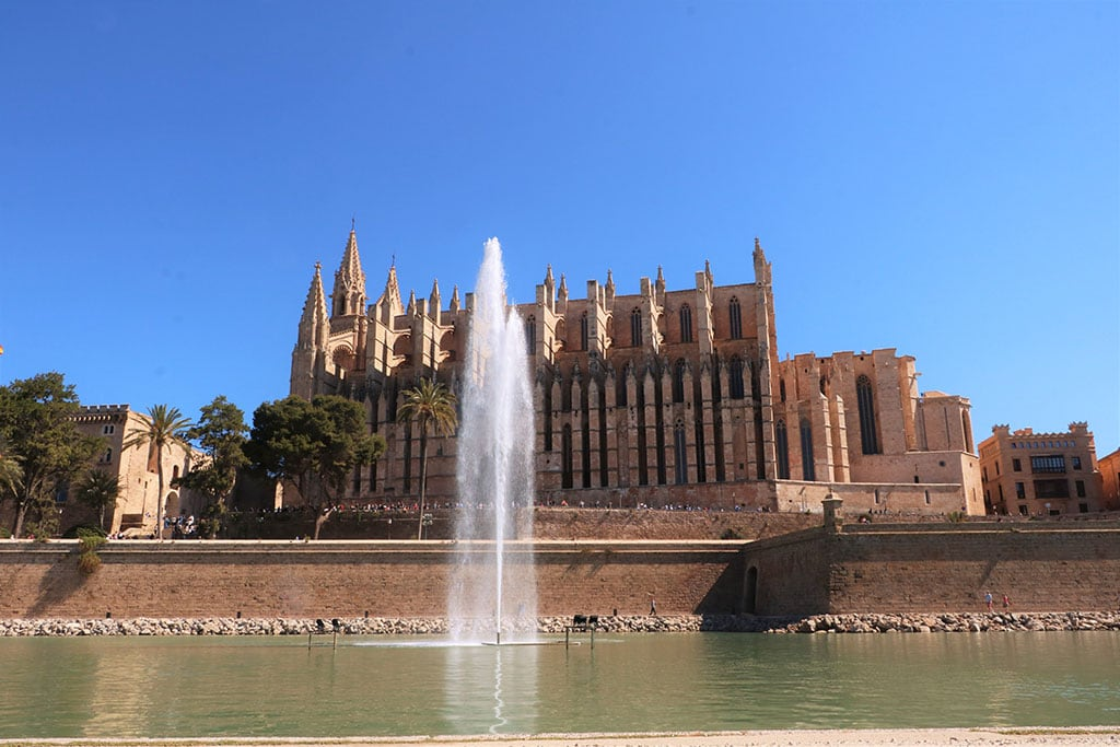 Palma de Mallorca Cathedral 2 25 Famous landmarks in Spain you need to visit