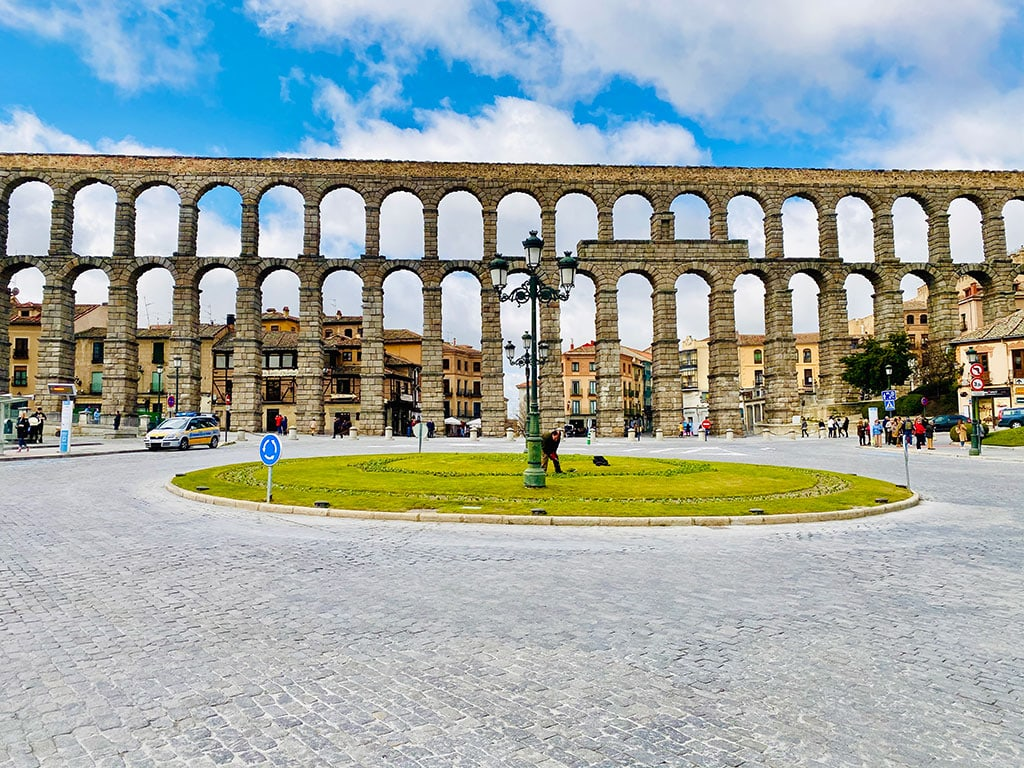 The aqueduct of Segovia 25 Famous landmarks in Spain you need to visit