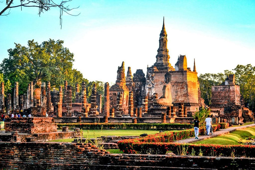 Ruins and buddha statues in Sukhothai Historical Park